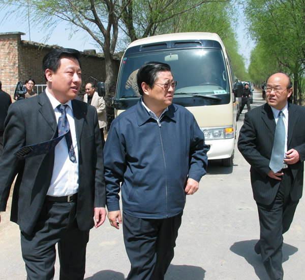 IN 2005,the secretary of Hebei provincial Committee Bai Keming and the Secretary of the Municipal Committee Zhang Xinghua came to our company to inspect the fruit base