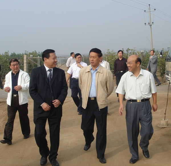 In2006,Song Enhua,vice governor of Hebei province came to our company for an inspection visit during the agricuture industrialization working conterence